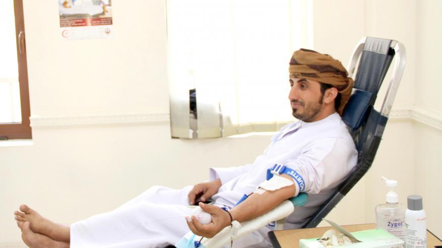 """موظفو """"الشؤون القانونية"""" يشاركون في حملة التبرع بالدم"""
