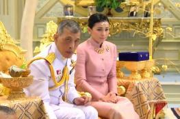 ملك تايلاند يقدم فروض الاحترام لأسلافه قبل تتويجه