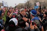 """""""مسيرات الأخوات"""" تفجر موجات غضب نسائية ضد الرئيس الأمريكي الجديد"""