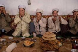 إجبار مسلمين بالصين على أكل لحم الخنزير وشرب الكحول