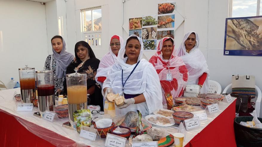روائح العطور والبخور السوداني تُعبِّق أجواء مهرجان بمسقط