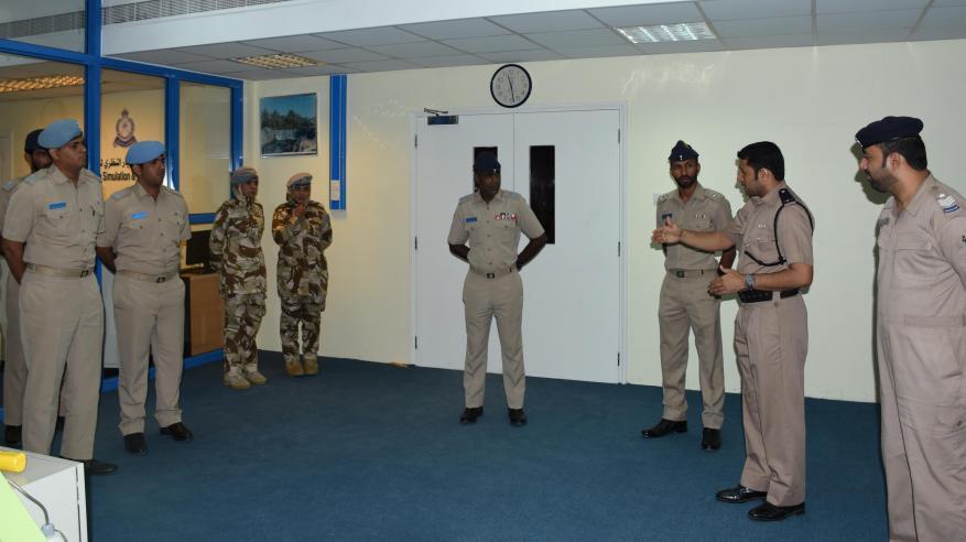 ضباط وأفراد سلاح الجو السلطاني العماني يزورون معهد السلامة المرورية