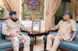 قائد سلاح الجو السلطاني العماني يستقبل مسؤولا عسكريا خليجيا