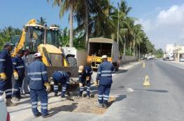 بلدية ظفار تواصل صيانة الطرق وكاسرات السرعة بصلالة