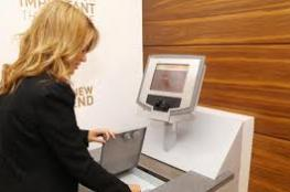 سقوط موظفة بنك في دبي تواطأت لسرقة 1.1 مليون درهم