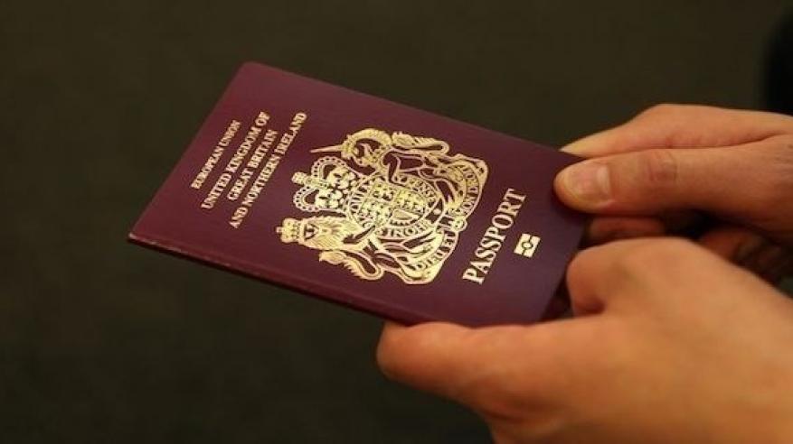 كيف سافرت بريطانية بجواز سفر زوجها
