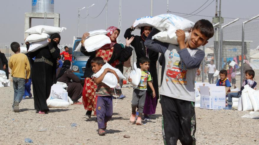أهالي الموصل يخزنون الطعام قبيل الهجوم