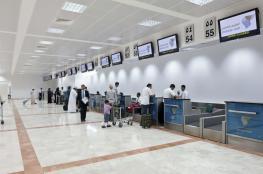 القبض على أفريقي بمطار مسقط وبحوزته 35 ألف ريال