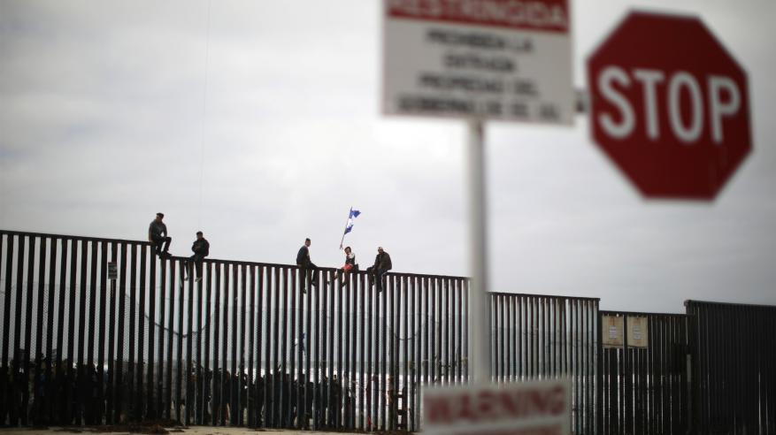 المكسيك تعثر على 20 جثة محترقة قرب الحدود الأمريكية