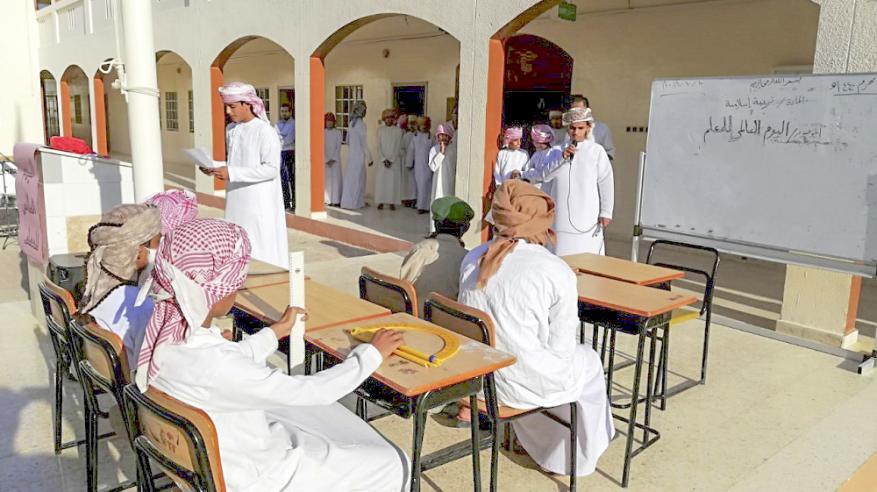 مدارس الوسطى تحتفل بـيوم المعلم العالمي