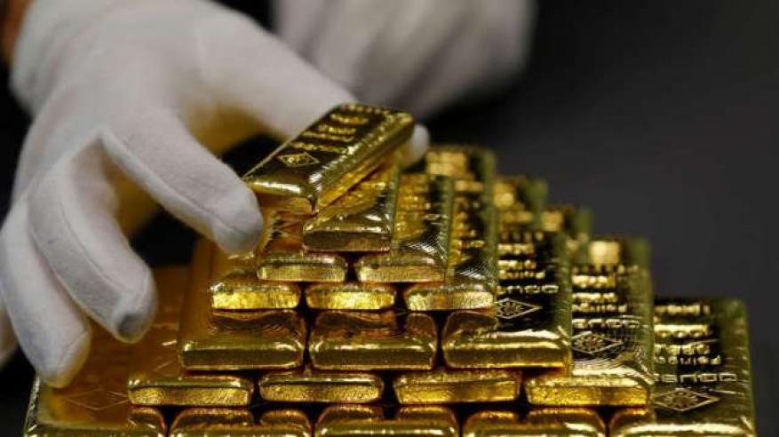 لصالح الدولار.. الذهب يهبط لأقل مستوى في 17 شهرا