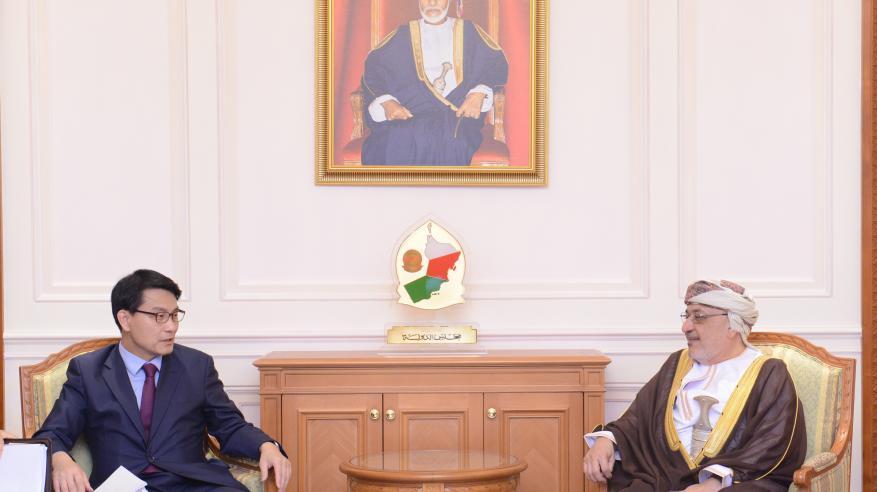 """المنذري يستعرض التعاون مع وفد """"الصداقة البرلمانية الكورية العمانية"""""""