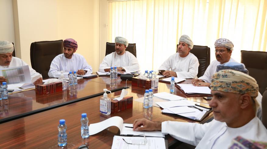 مناقشة آلية تطوير الخدمات الصحيّة وسير عمل المشاريع في ظفار