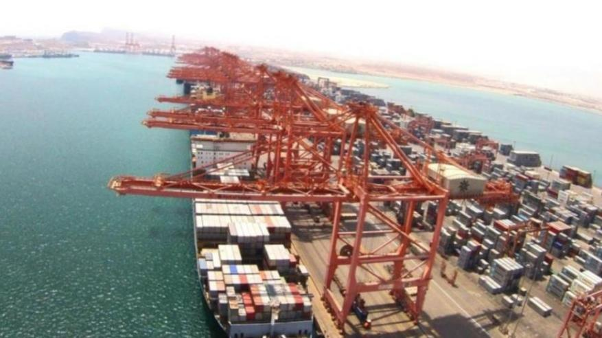 """""""ميناء صحار والمنطقة الحرة"""": مناولة 1.2 مليون طن بضائع أسبوعيا.. واستقبال 3443 سفينة خلال 2018"""