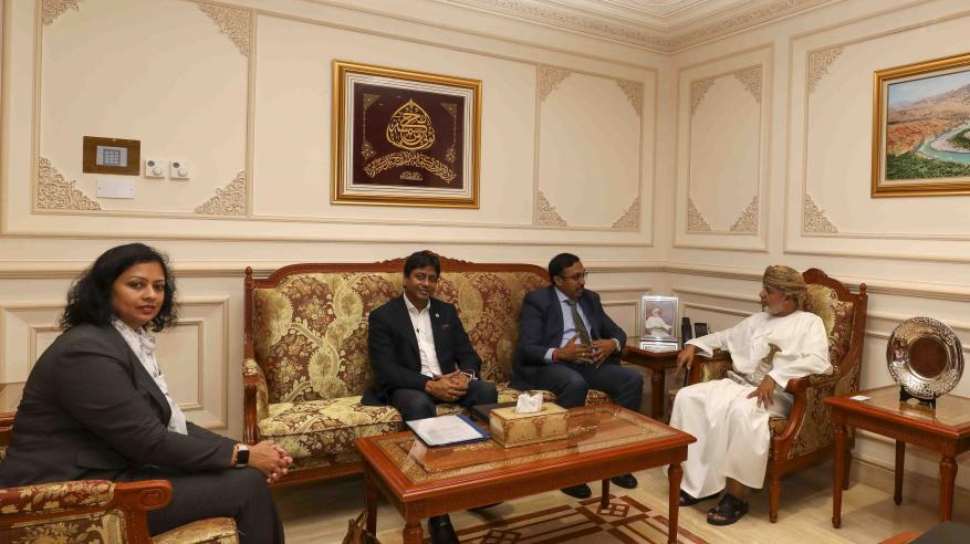 الرواحي يستعرض التعاون بمجالات الرقابة مع نائب رئيس معهد المحاسبين بالهند