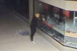 """بالفيديو .. الشرطة الأسترالية تبحث عن لص """"شبيه ترامب"""""""