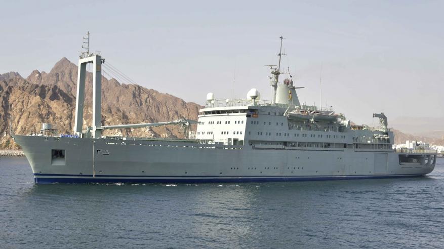 تسيير سفن من البحرية السلطانية لدعم جهود القطاعات المختلفة بظفار