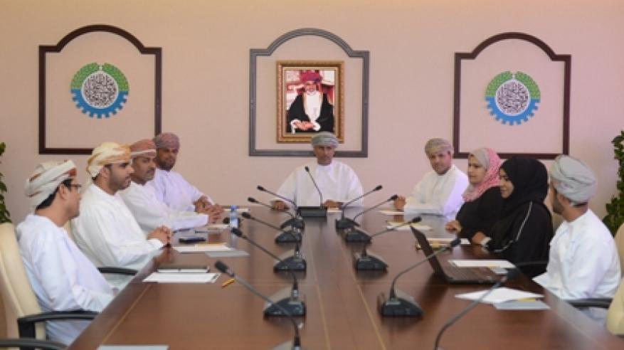 لجنة تنمية الموارد البشرية وسوق العمل بالغرفة تناقش مستقبل مكاتب سند