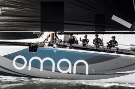 قارب فريق الطيران العماني يتأهب للجولة الرابعة في برشلونة