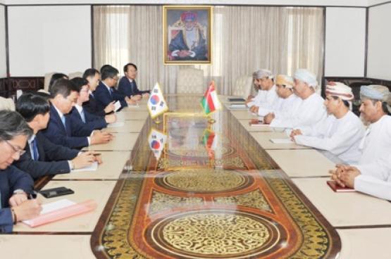 السلطنة وكوريا تبحثان توسيع مجالات التعاون في تطوير المنطقة الاقتصادية بالدقم