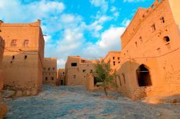 """جبل شمس و""""الشرقي"""" ومسفاة العبريين وكهف الهوتة أبرز الوجهات السياحية في الحمراء"""