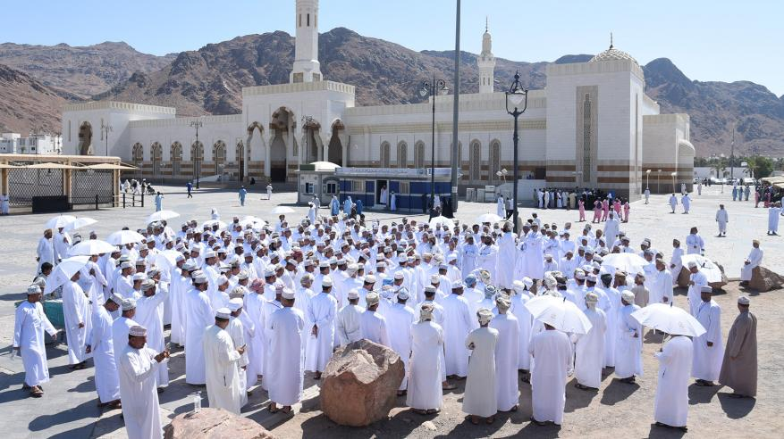 بعثة الحج العسكرية تزور بعض المواقع الدينية والتاريخية في المدينة المنورة.. وتغادر إلى مكة لبدء المناسك