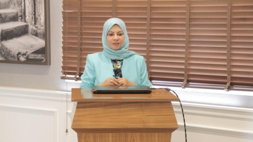 الدكتورة سناء البلوشية تلقي كلمة المركز