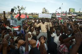 """السودان: قرارات """"ثورية"""" لـ""""المجلس الانتقالي"""".. و""""المهنيين"""" يطالب بمحاكمة البشير"""