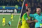 فيديو مثير.. حكم يعرقل لاعبا ويطرده من الملعب