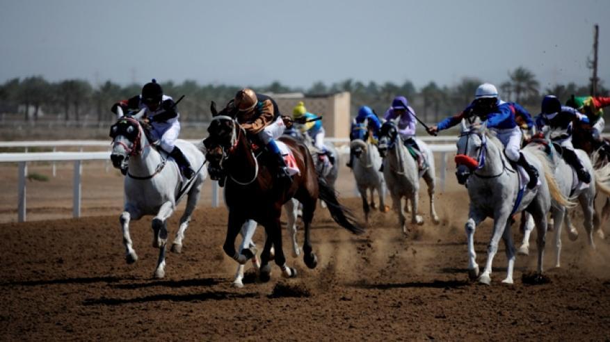 تتويج الخيول الفائزة بسباق ميدان الرحبة ببركاء