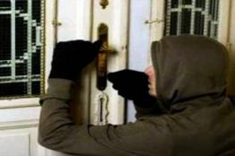 الشرطة تستجيب لاستغاثة مواطن بسمائل .. وسقوط عصابة سرقة المنازل