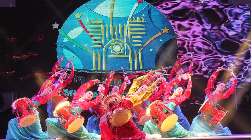 حفلات غنائية وعروض فلكلورية عالمية بالمسرح المفتوح بالنسيم (3)