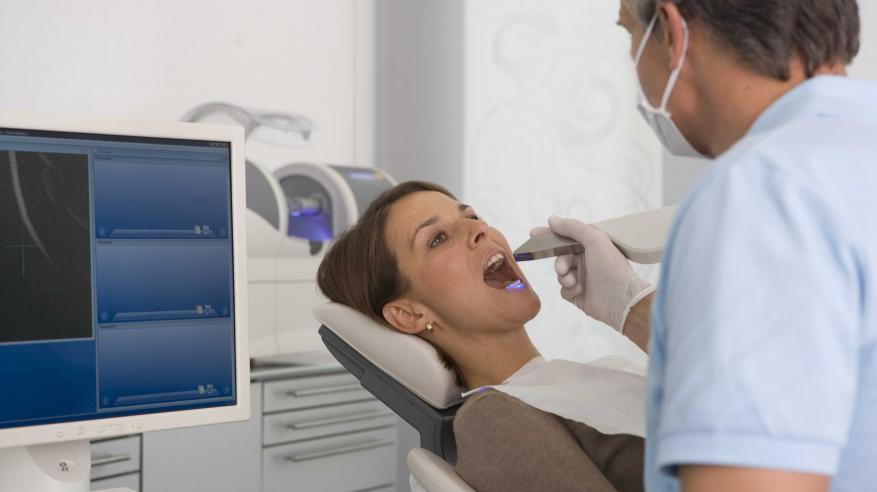 """""""وسن"""" يغير مفاهيم طب الأسنان بتقنية """"سيريك"""""""
