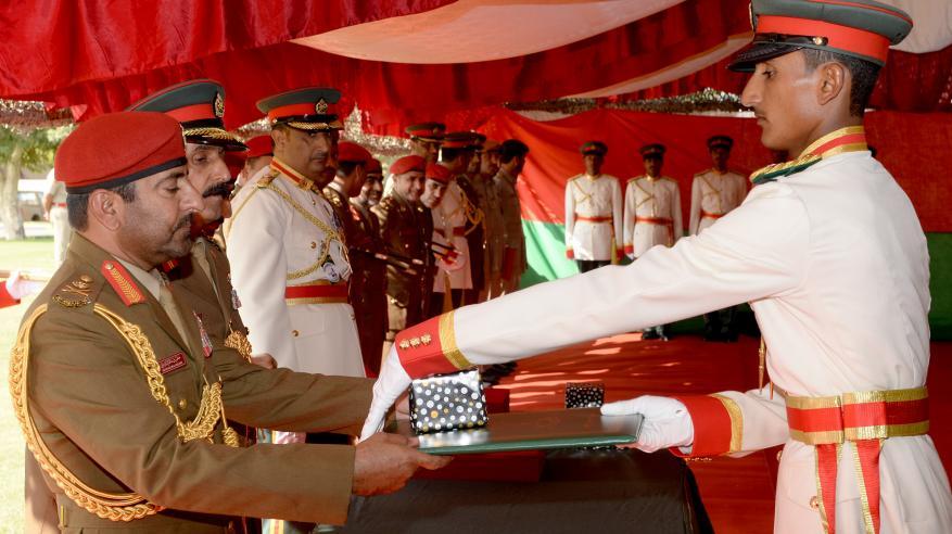 تسليم شهادات الدبلوم في العلوم العسكرية لدورة الضباط المرشحين