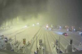 بالفيديو.. الجليد يحاصر آلاف السيارات في إيطاليا