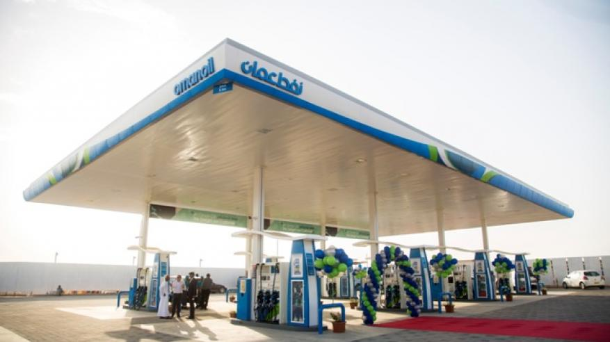 """""""النفط العمانية للتسويق"""" تفتتح محطة وقود.. وتطور أول مجمع خدمات على """"مسقط السريع"""""""