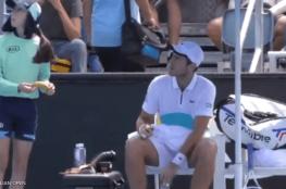 بالفيديو.. لقطة مثيرة للغضب في بطولة أستراليا المفتوحة للتنس
