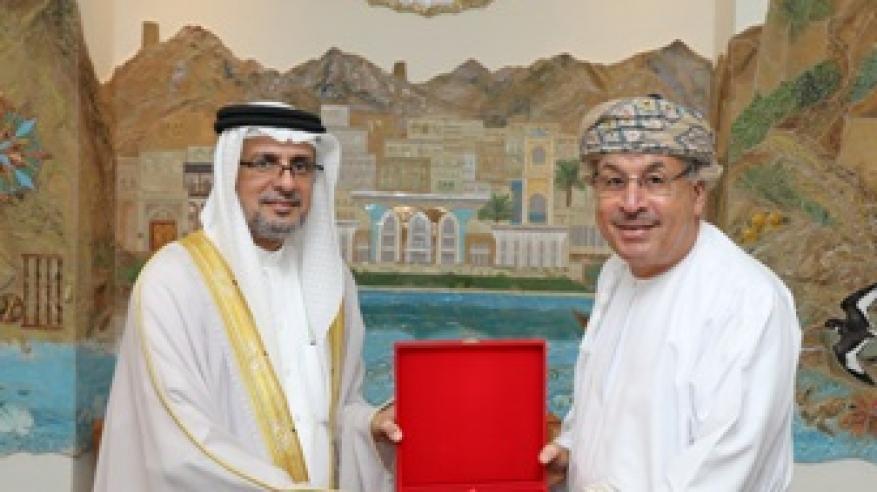 رئيس بلدية مسقط يبحث التَّعاون مع وفد بحريني