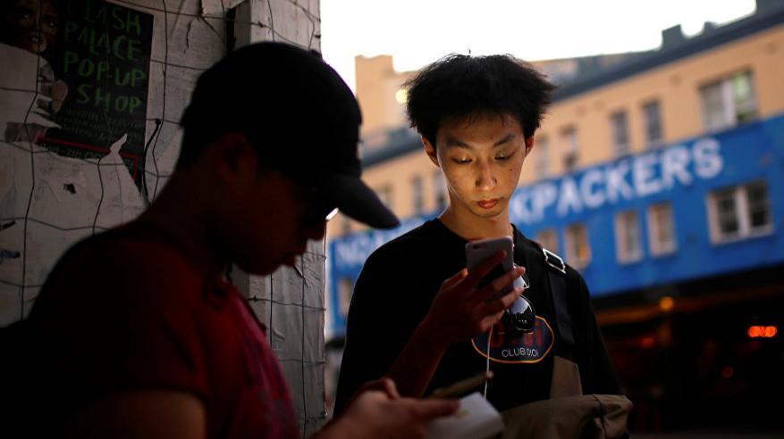 تقرير صادم يكشف كيف تتجسس مواقع التواصل.. وكيف تحمي نفسك