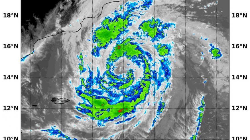 تزايد الاحتمالات بتراجع تصنيف الإعصار المداري في بحر العرب