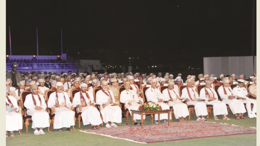 شؤون البلاط السلطاني يكرم عددًا من الموظفين المجيدين في الحفل السنوي