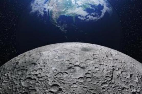 علماء يستخرجون الأكسجين من غبار القمر