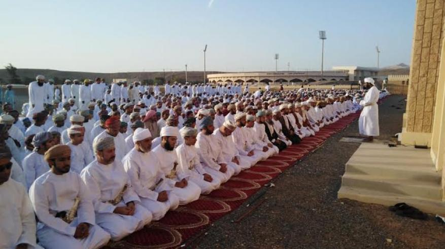 والي صور يؤدي صلاة العيد بمصلى العيدين