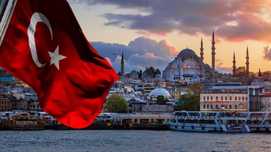 الاقتصاد التركي يقترب من الركود مع انهيار الليرة وتخفيض التصنيف الائتماني لدرجة غير استثمارية