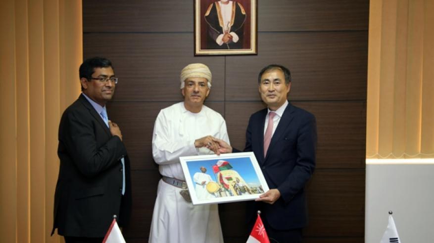 السفير الكوري يزور كلية الشرق الأوسط