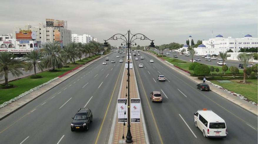 منع وقوف المركبات في شارع السلطان قابوس في هذه المناطق