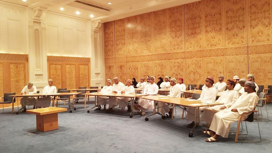 بلدية مسقط تعزز مهارات الموظفين في خدمة المراجعين