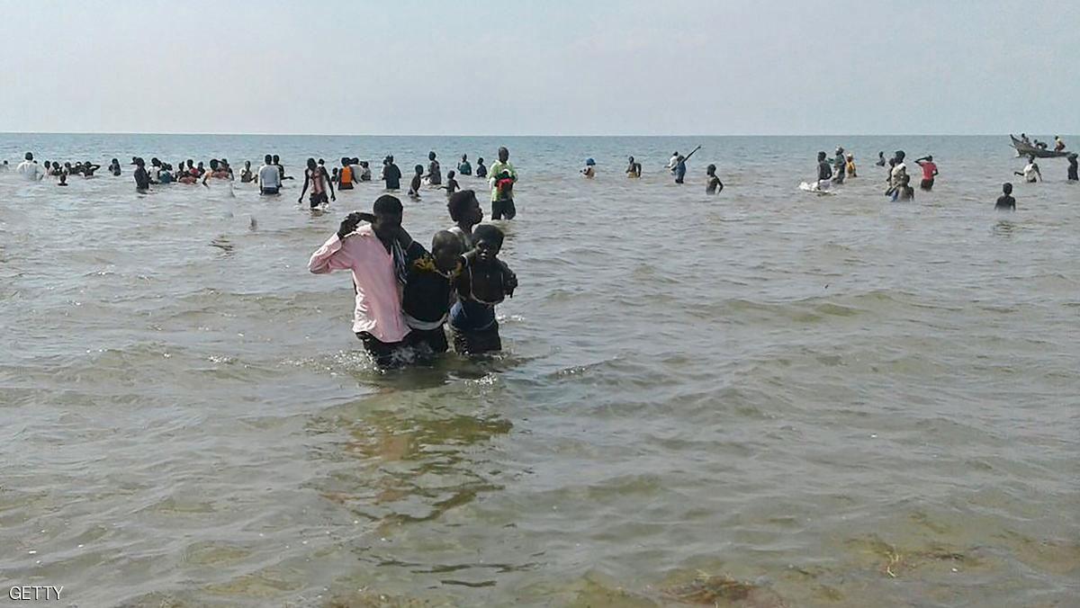 غرق فريق كرة قدم ومشجعيه في بحيرة بأفريقيا
