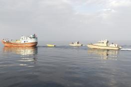 تقديم المساعدة لقاربي صيد في مسندم