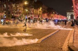 """بالفيديو والصور..الحكومة الفرنسية تحث """"السترات الصفراء"""" على إلغاء الاحتجاجات"""